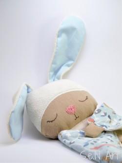 Väčší zajko spinkáčik (modré ušká)